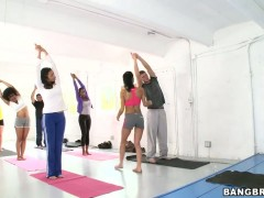 Awesome yoga lesson with sexy Persia Pele