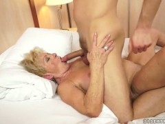 Blonde porn diva Malya has great sexual experience and expands it with horny guy